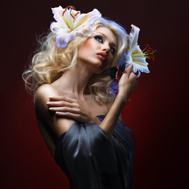 Free Beautiful Blonde And Tropical Butterfly Royalty Free Stock Images - 21269629