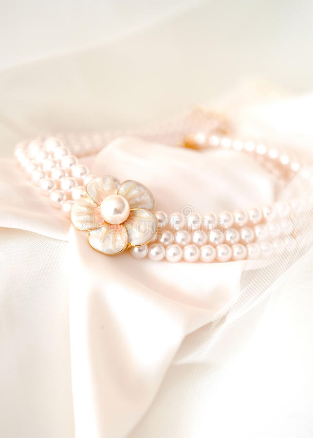 Free Beautiful Bridal Necklace Royalty Free Stock Photography - 15845097
