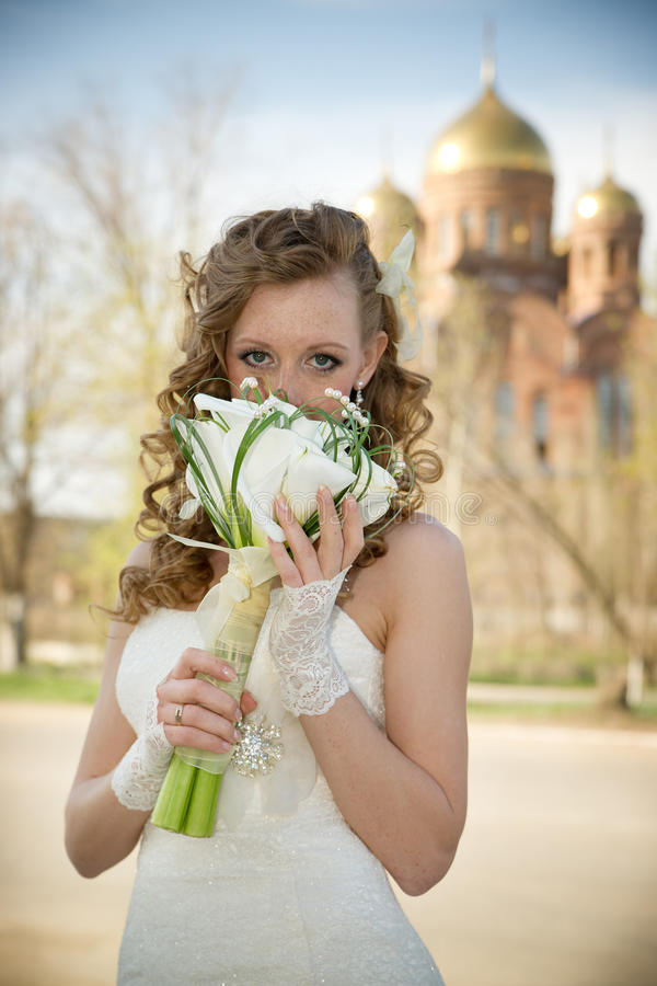 Beautiful bride with a bouquet of calla lilies stock images