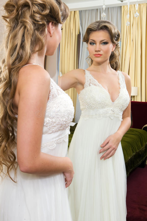 Download Beautiful Bride At The Mirror Stock Images - Image: 22003124