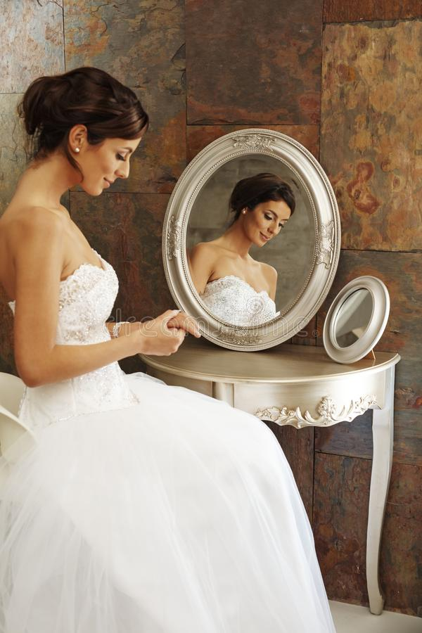Free Beautiful Bride Sitting Front Of Mirror Stock Photography - 84571312