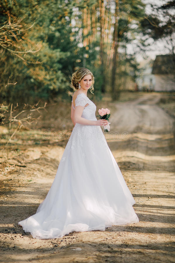 Beautiful bride woman portrait with bridal bouquet posing in her wedding day royalty free stock photo