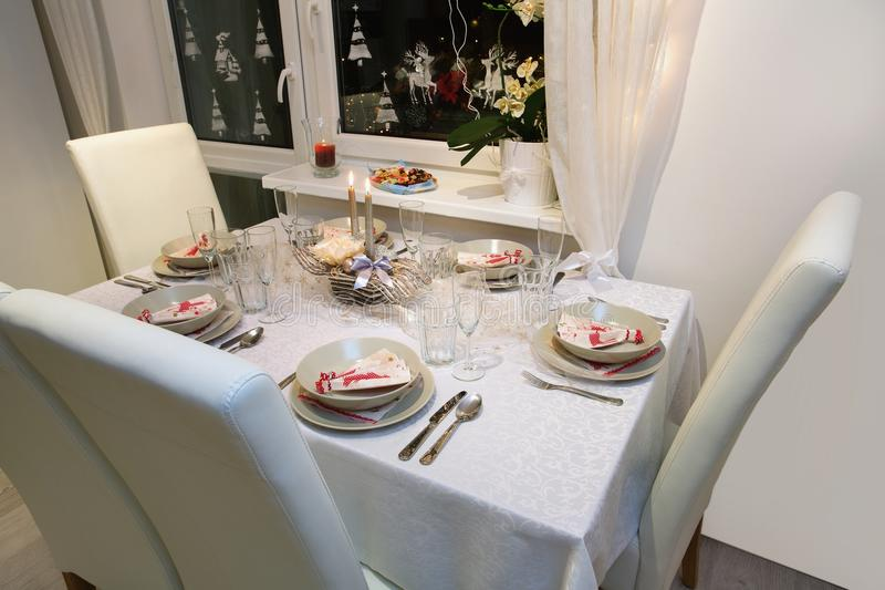 Beautifully set table for Christmas Eve & Beautiful Christmas Table Setting Stock Image - Image of interior ...