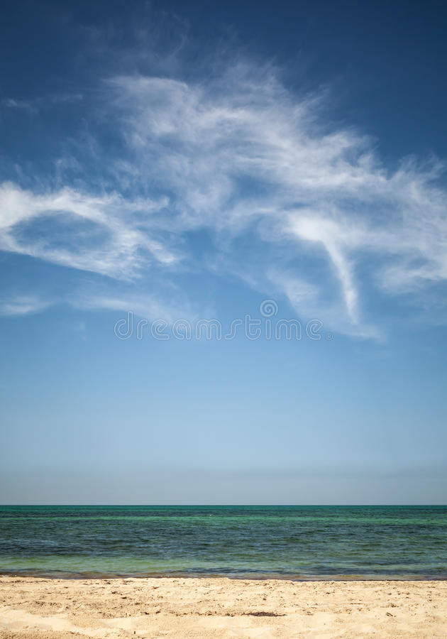 Free Beautiful Cloudy Sky Over White Sandy Beach Royalty Free Stock Photography - 41759857