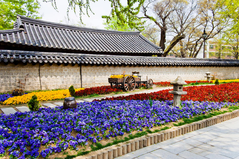 Download Beautiful Flowers In Front Of A Korean Temple Stock Image - Image: 20017529