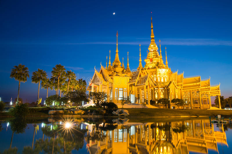 The beautiful golden buddhist temple in night time royalty free stock photos