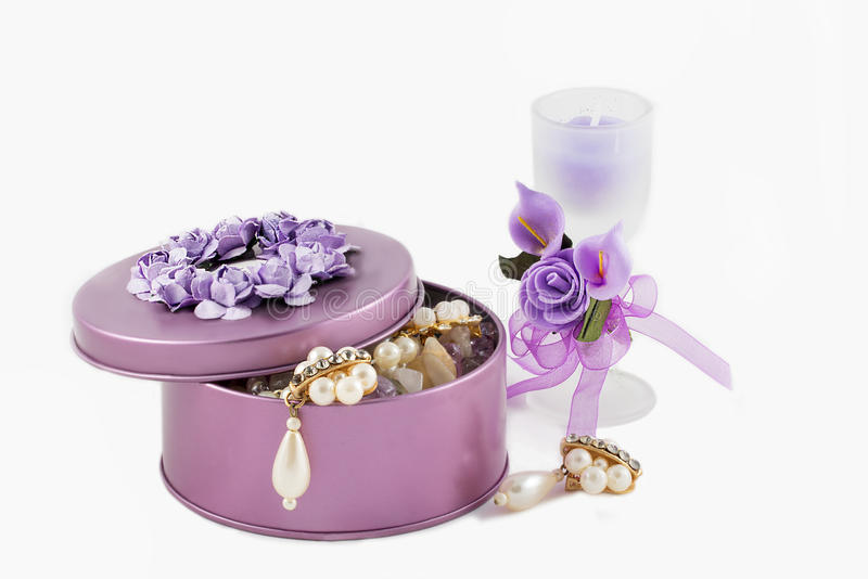 Beautiful gorgeous pearl golden earrings in violet gemstone box stock photography