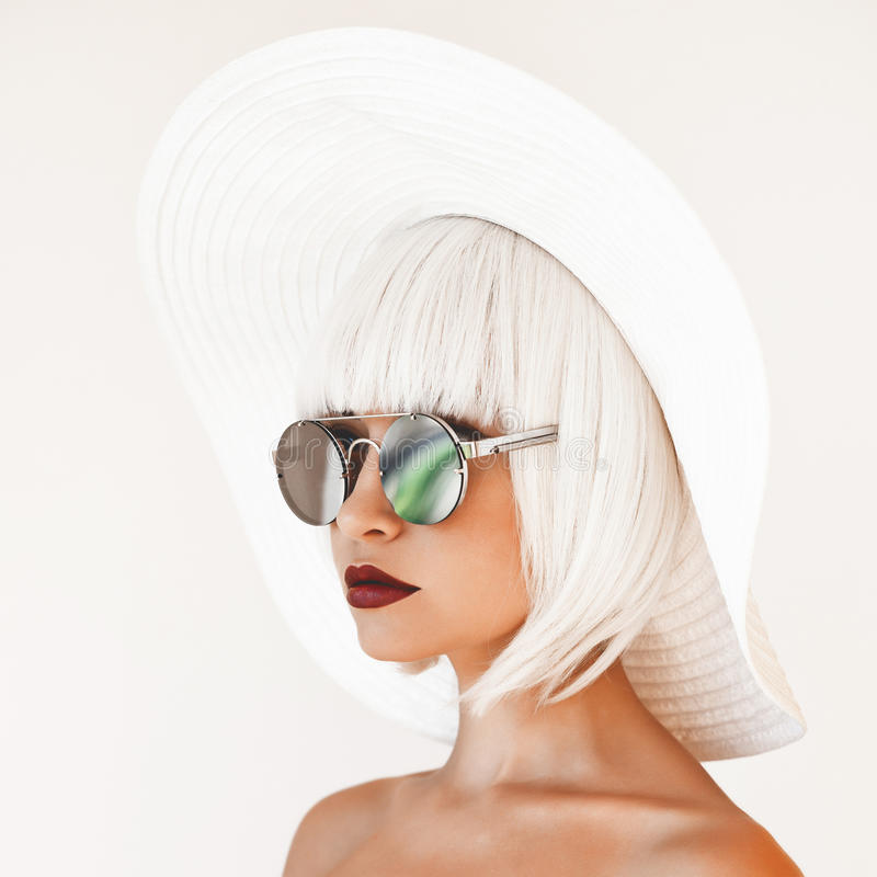 Free Beautiful Lady In Hat And Sunglasses Stock Images - 98097094