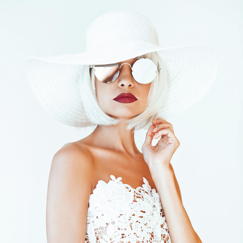 Free Beautiful Lady In Hat And Sunglasses Royalty Free Stock Photos - 98097178