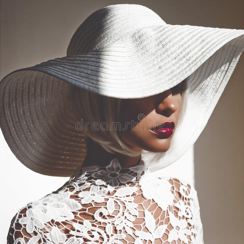 Free Beautiful Lady In Hat And Sunglasses Royalty Free Stock Photo - 98097245
