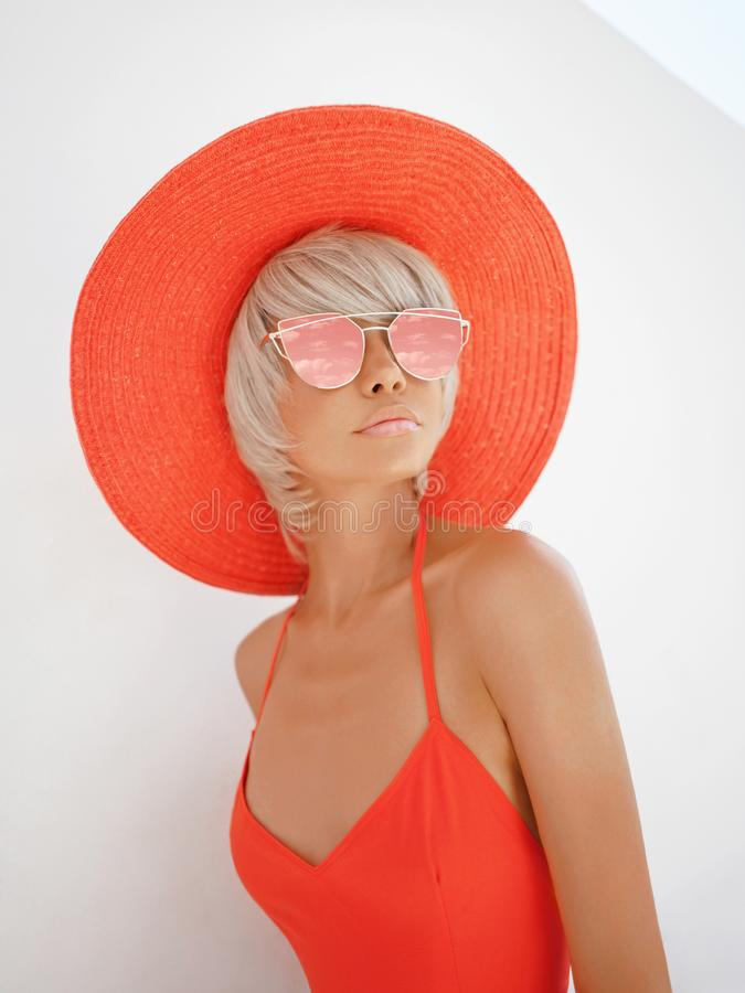 Free Beautiful Lady In Red Hat And Sunglasses Stock Image - 114978791