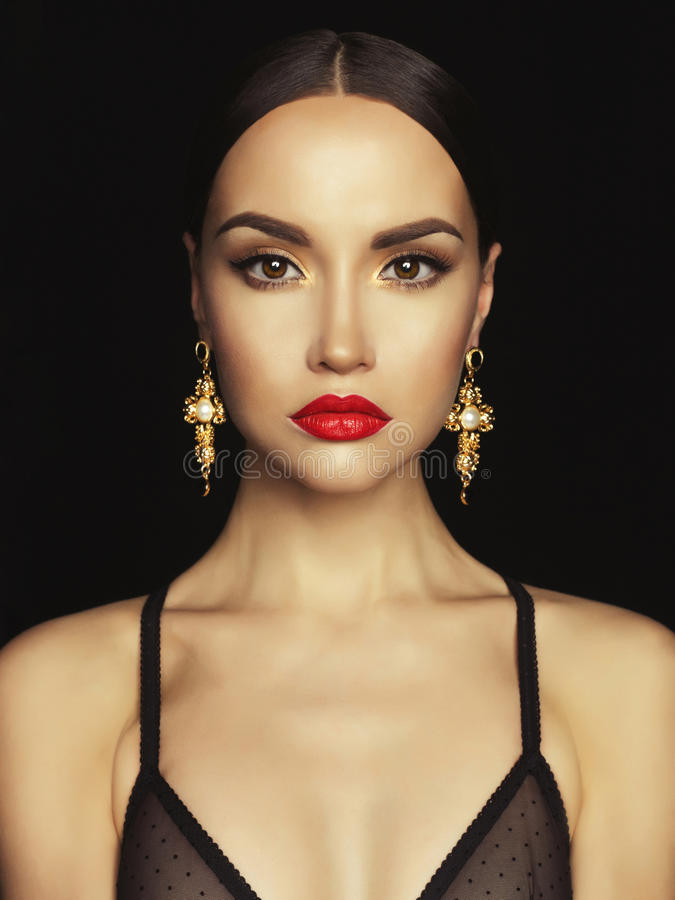 Free Beautiful Lady With Earring On Black Background Royalty Free Stock Photography - 71066957