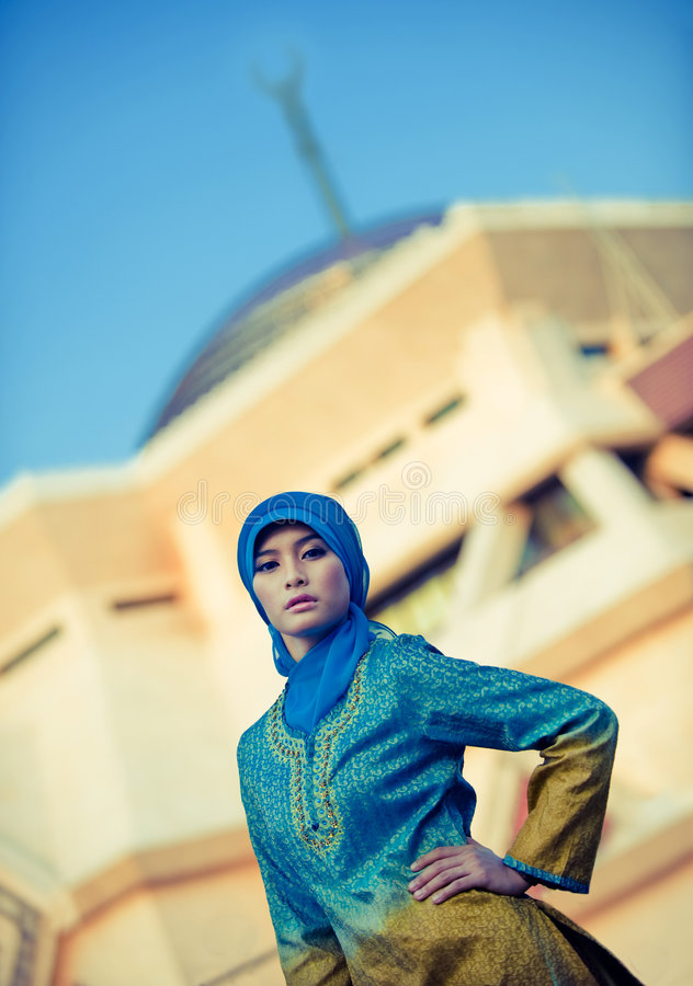Free Beautiful Muslim Woman In Front Of Mosque Royalty Free Stock Images - 6886429