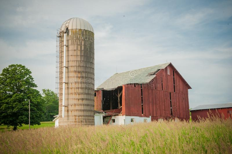 Beautiful old barn with a milkhouse in a field of rural areas of Pennsylvania. A beautiful old barn with a milkhouse in a field of rural areas of Pennsylvania stock photos