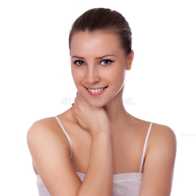 Beautiful Spa γυναίκα σχετικά με το πρόσωπό της στοκ εικόνα με δικαίωμα ελεύθερης χρήσης