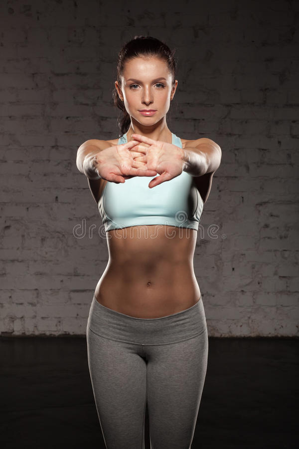 Free Beautiful Sports Girl Do Her Workout, Abs, Abdominals, Training In The Gym Stock Photos - 58616953