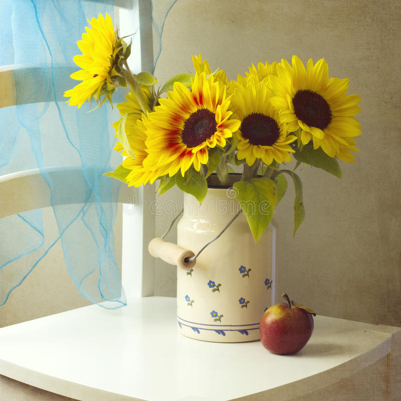 Free Beautiful Sunflower Bouquet With Apple Royalty Free Stock Image - 26831456