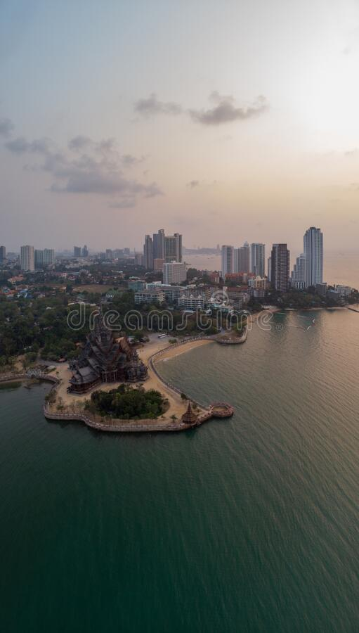 Free Beautiful Sunset Sky And Sea View With Sanctuary Of Truth Background Pattaya, Thailand Stock Photo - 173699510