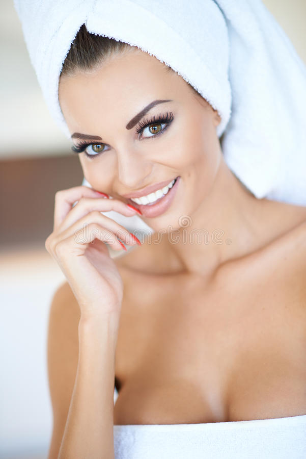 Beautiful tanned woman in a beauty portrait royalty free stock photos