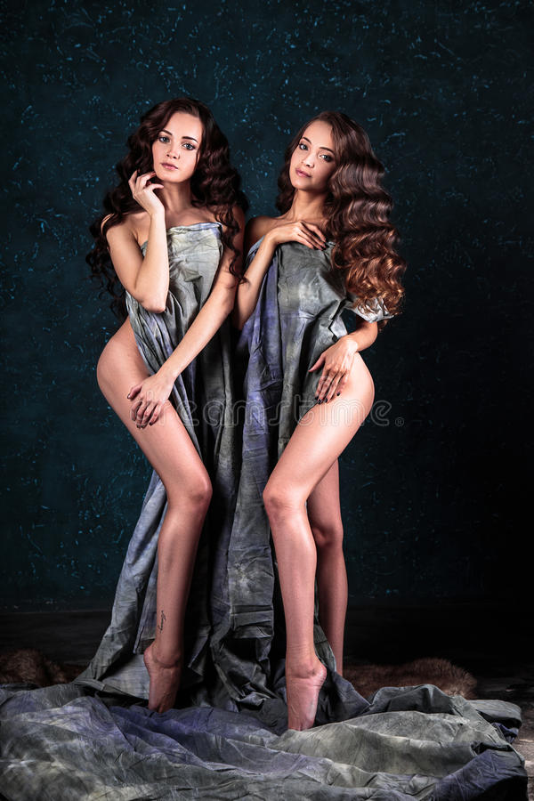 female twin models nude