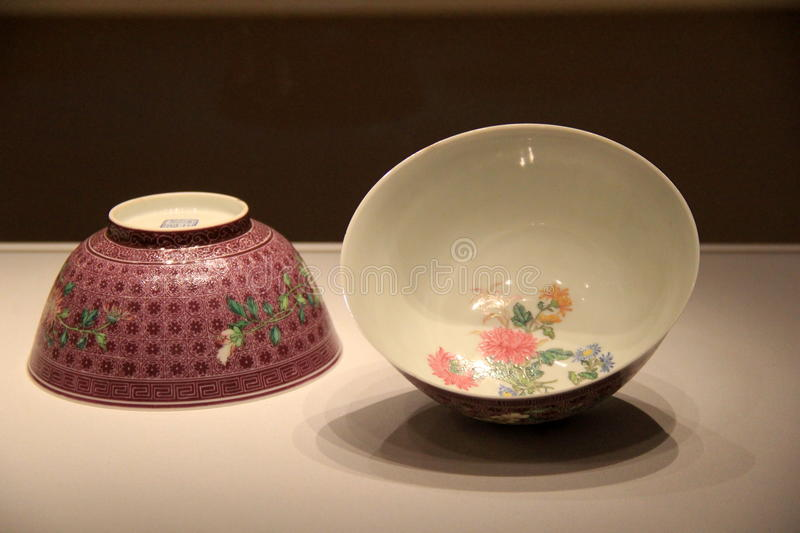 Beautiful view of colorful pieces of pottery, Cleveland Art Museum, Ohio, 2016. Stunning view of colorful pieces of pottery in floral designs, Cleveland Art stock photo