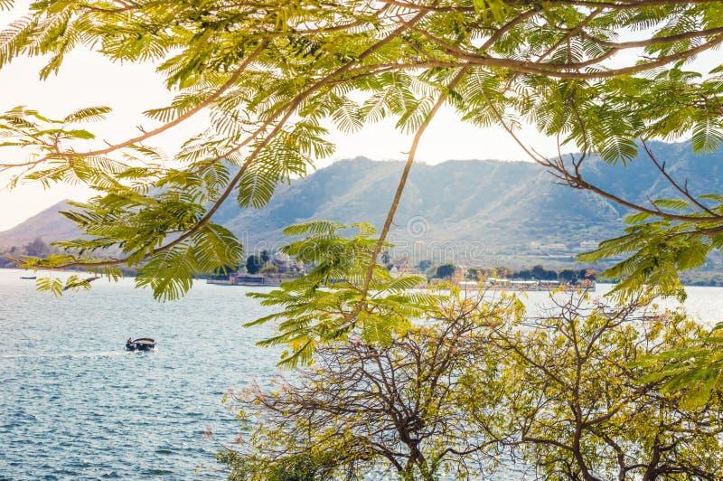 HD wallpaper: india, udaipur, fateh sagar lake, lake fatehsagar, mountains  | Wallpaper Flare