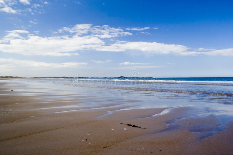 Beautiful views across deserted Ross Sands beach towards Lindisfarne. royalty free stock images