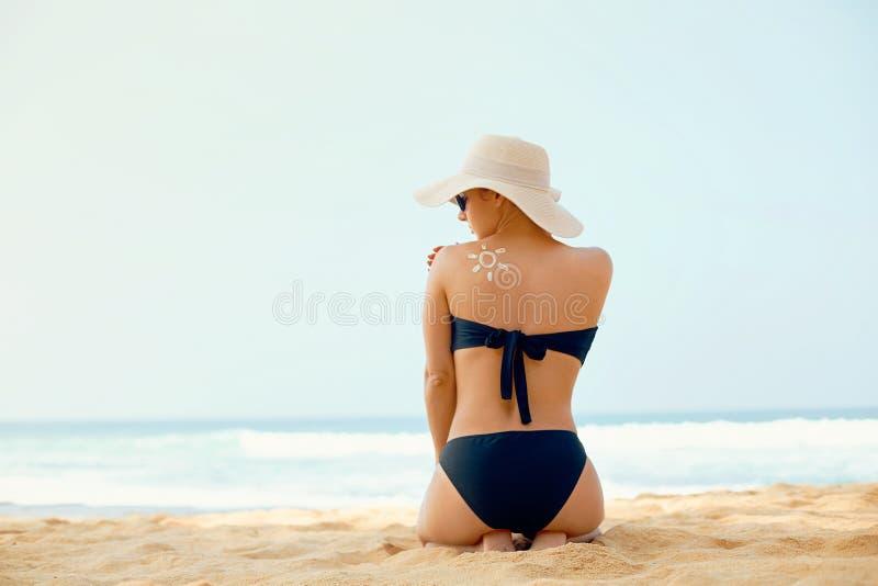 Beautiful Woman in Bikini Applying Sun Cream on Tanned  Back. Sun Protection. Skin and Body Care. stock images