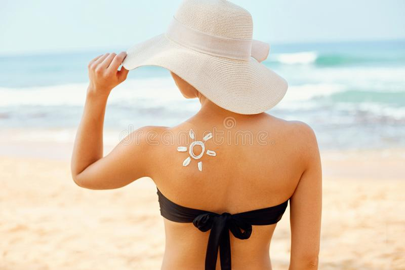 Beautiful Woman in Bikini Applying Sun Cream on Tanned  Shoulder. Sun Protection. Skin and Body Care. royalty free stock images