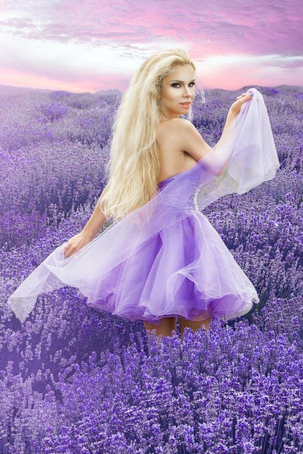 Hermosa Cuánto Cuesta Un Vestido De Novia De Vera Wang Bosquejo ...
