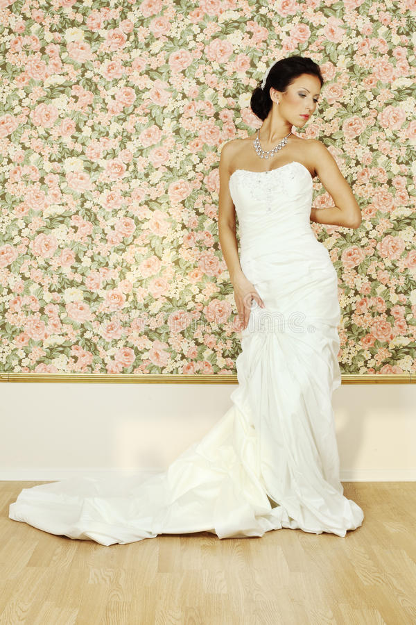 Free Beautiful Woman In White Evening Gown Stock Image - 26838831