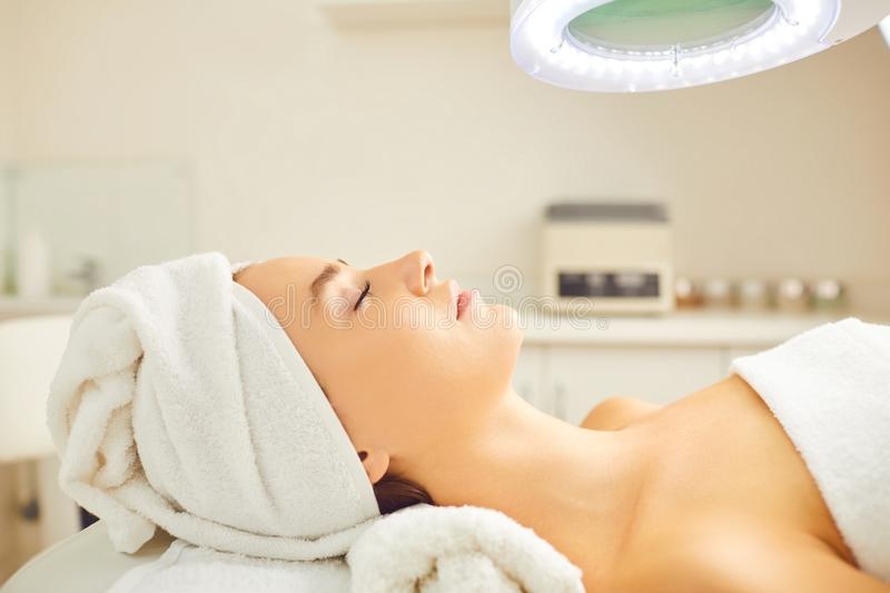 Beautiful woman relaxes lying in the beauty salon. stock image