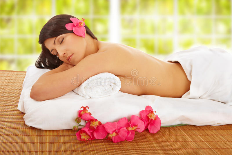 Beautiful Woman Relaxing Spa stock foto's