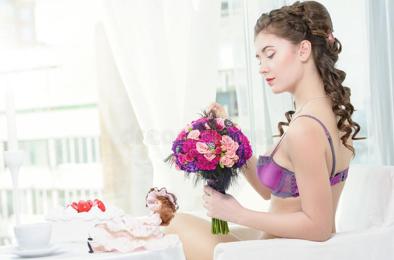 Download Woman With Bouquet Of Roses Stock Image - Image: 30217829