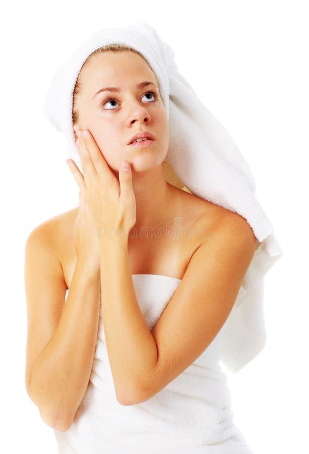 Download Beautiful Young Spa Vrouw Op Wit Stock Afbeelding - Afbeelding bestaande uit handen, menselijk: 10783711