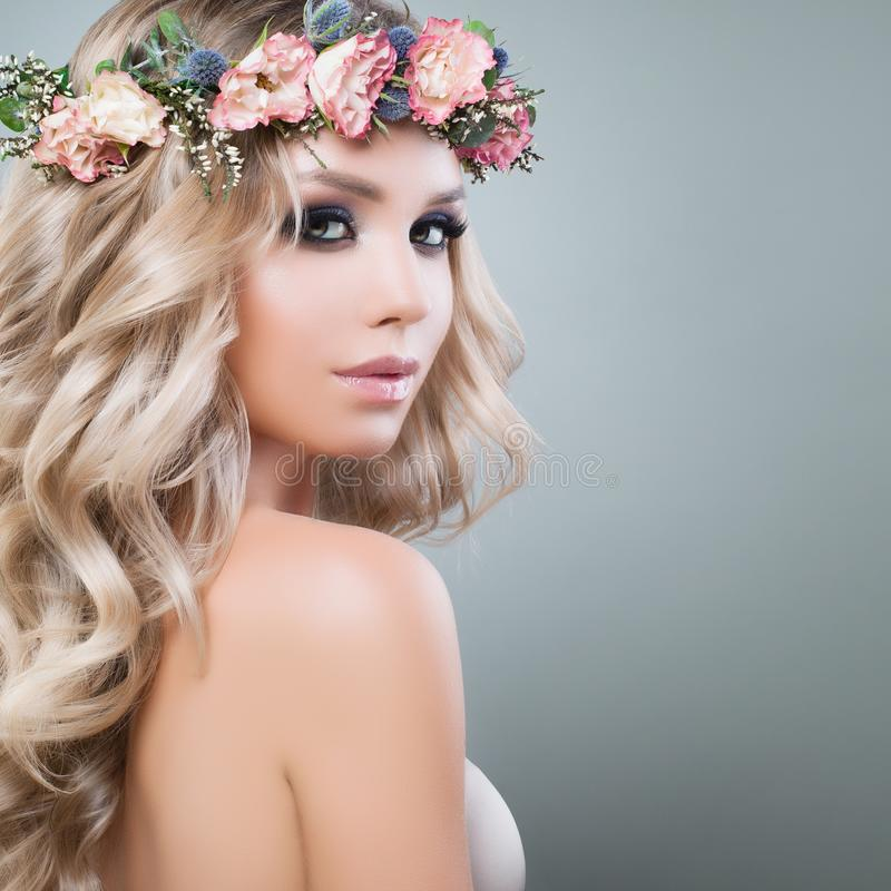 Free Beautiful Young Woman With Flowers Hairstyle Royalty Free Stock Images - 102913319