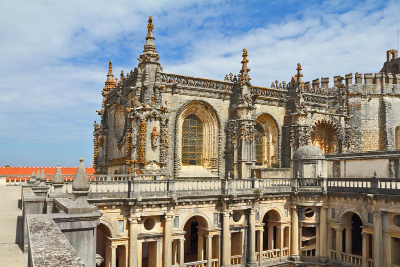 beautifully dekorerad quadrangular facadesslott royaltyfri foto