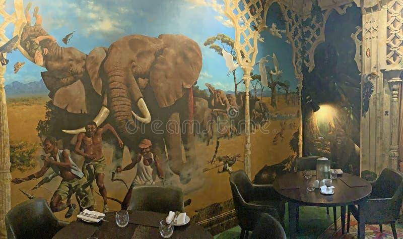 Beautifully målad väggmålning i matsalen av huset för portLympne herrgård, Kent royaltyfria bilder