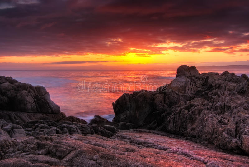 Beautifyl roter Monterey Sonnenaufgang lizenzfreie stockfotos