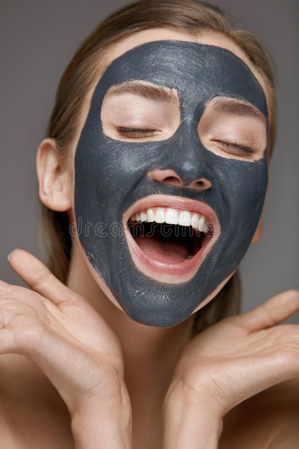 Free Beauty Face Skin Care. Woman With Cosmetic Spa Facial Mask Stock Image - 157513421