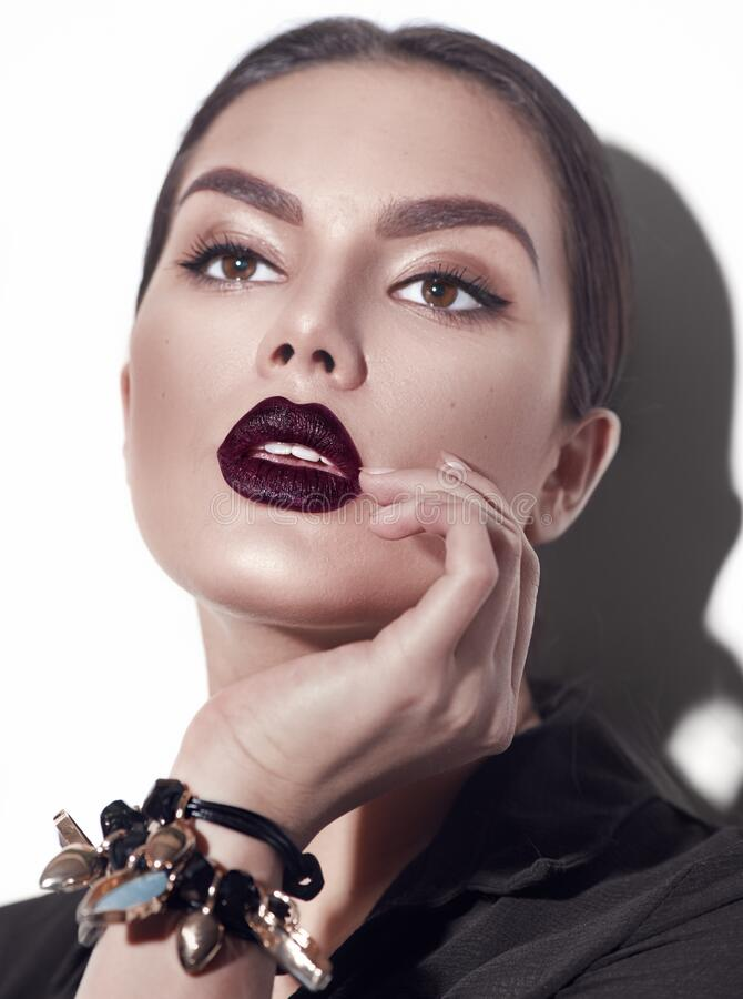 Free Beauty Fashion Model Girl With Dark Lips Portrait, Wearing Stylish Sexy Woman Portrait With Perfect Makeup Royalty Free Stock Images - 214032999