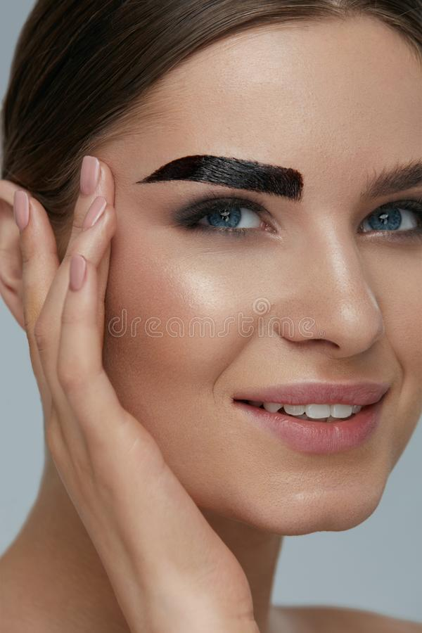 Free Beauty Makeup. Woman Coloring Eyebrow With Brow Gel Tint Stock Images - 150991494