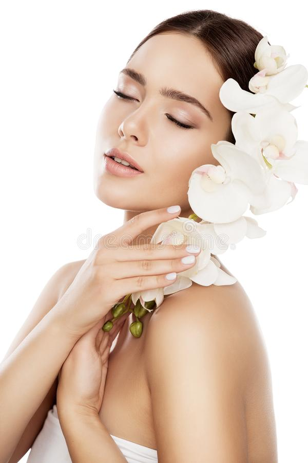 Beauty Spa φροντίδα δέρματος, πρόσωπο φυσικό Makeup γυναικών και λουλούδι ορχιδεών, πρότυπο μόδας στοκ φωτογραφία με δικαίωμα ελεύθερης χρήσης