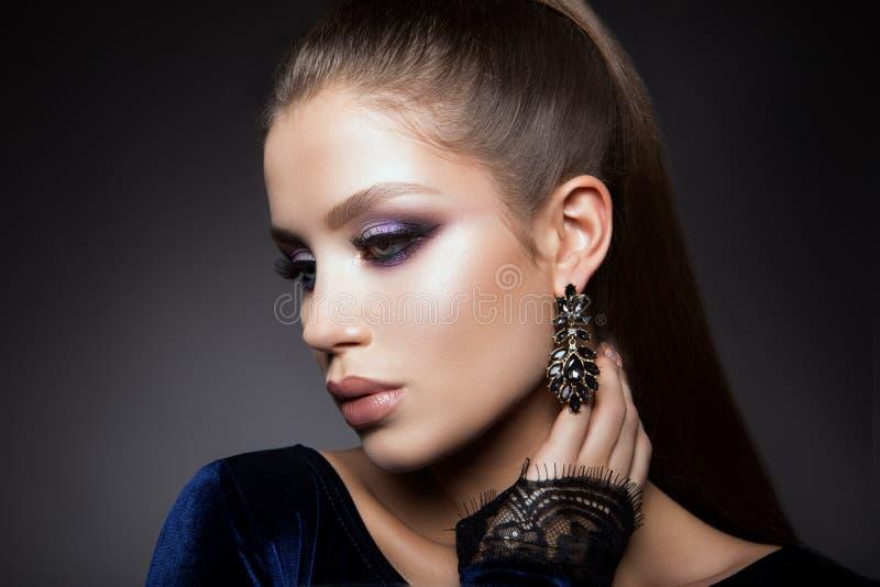 Beautyful-Mädchen mit hellem bilden stockfoto