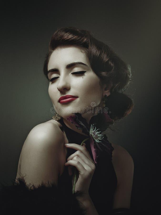 Beautyfulvreemdeling Retro gestileerd vrouwelijk portret royalty-vrije stock afbeeldingen