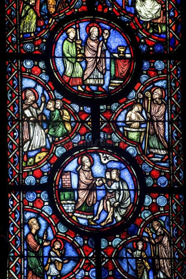 Beauvais (Picardie) - cathédrale, glace souillée photos stock
