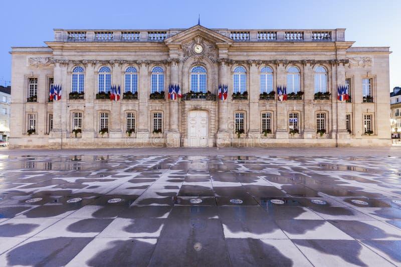Beauvais urząd miasta przy nocą obrazy royalty free