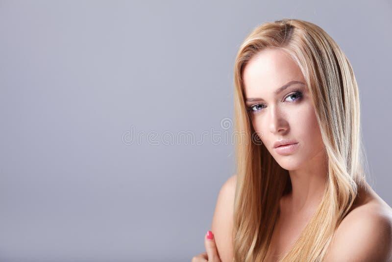 beauvoir 背景纵向白人妇女年轻人 库存图片