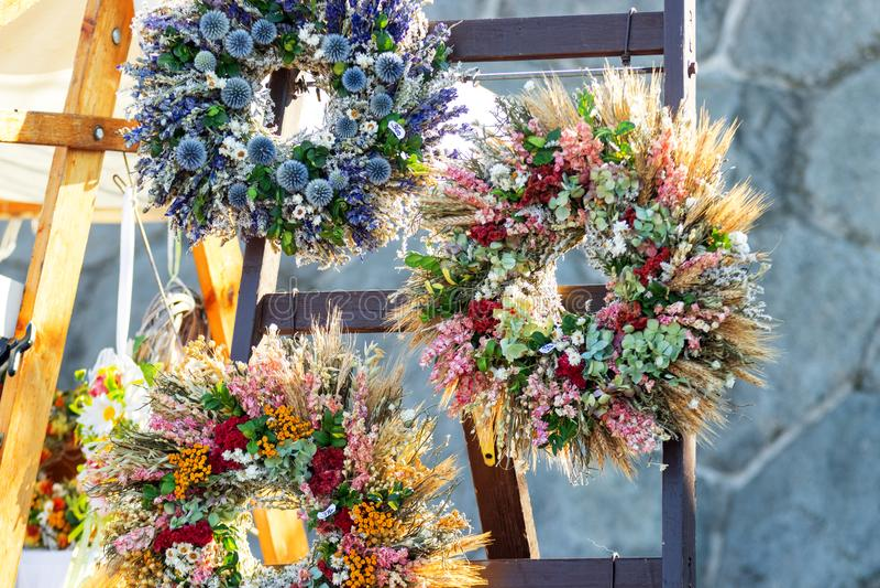 Beaux anneaux de fleur images stock