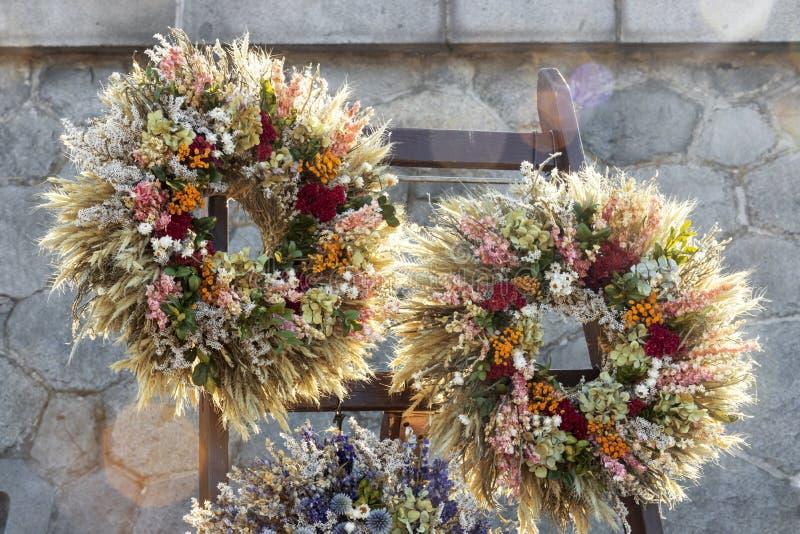 Beaux anneaux de fleur photos stock